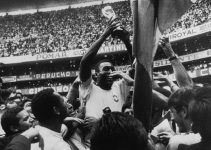 Brazilian footballer Pele holds up the Jules Rimet Trophy after Brazil's 4-1 World Cup Final victory over Italy at the Estadio Azteca, Mexico City, 21st June 1970. Pele scored the first of his team's goals in the match. (Photo by Popperfoto/Getty Images)